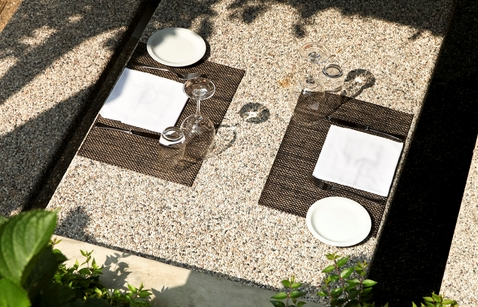 Granite: A Great Material for Outdoor Restaurant Tables